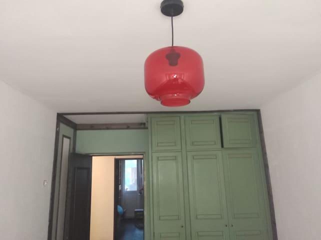 Встроенный шкаф в вашей комнате полностью в вашем распоряжении