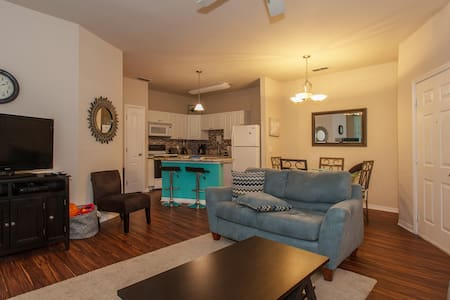 Clean Updated Fam Friendly by Tampa - Apartamento