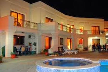 Villa Desiderata 3 bedrooms sleep 6-9, A/C, WiFi, - Il-Mellieħa