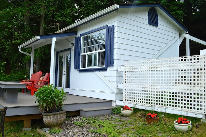 "Maple Meadows Inn ""The Pump House Cottage"""