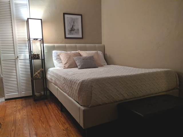 Cozy suite + close to campus + private entrance