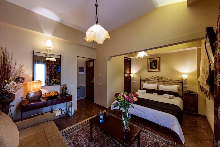 BUDGET SUPERIOR DOUBLE ROOM 2nd FLOOR - Nafplio - Bed & Breakfast
