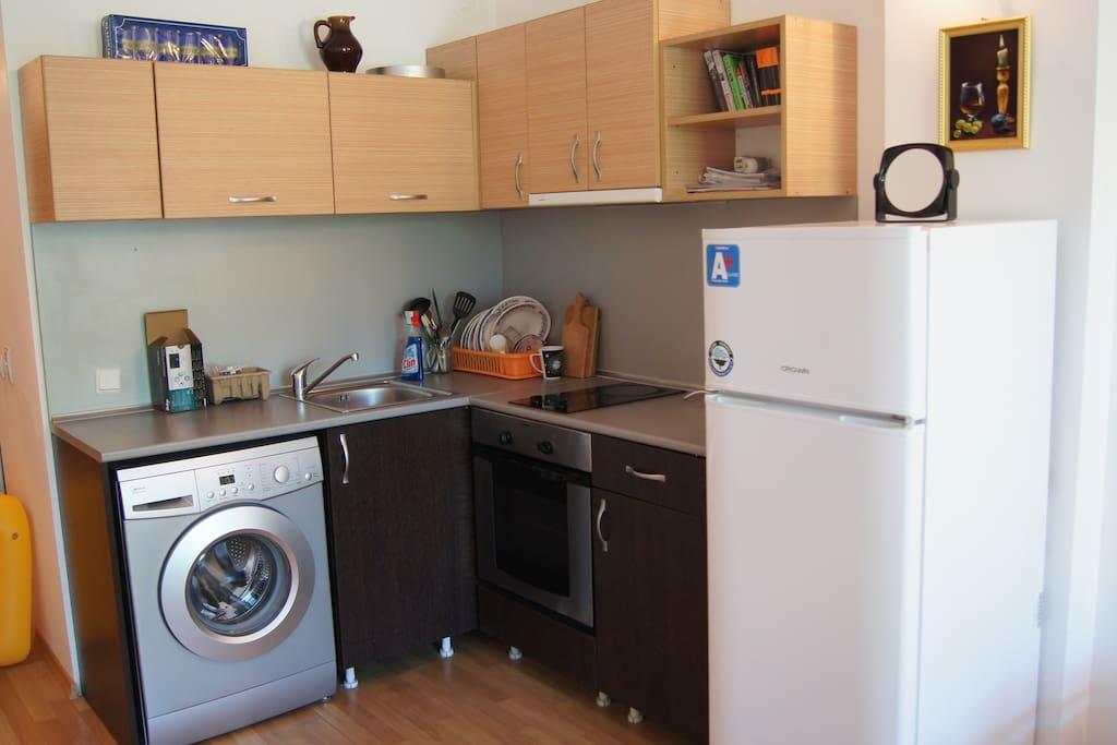 На кухне есть все необходимое для приготовления пищи.