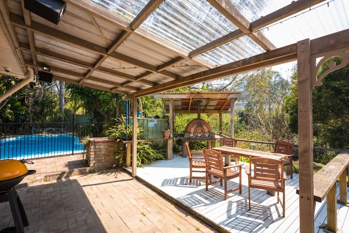 Getaway South Coast - Holiday House with Pool