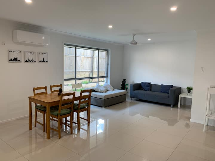 self contained house  - BrisbaneCBD 25 min drive
