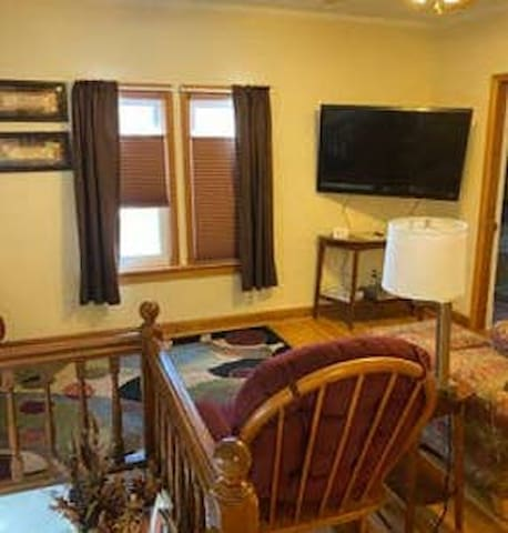 Apt. clean, comfy, close to downtown
