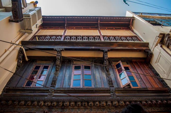Dodhia Haveli-  Wooden Heritage home - 2 Suites.