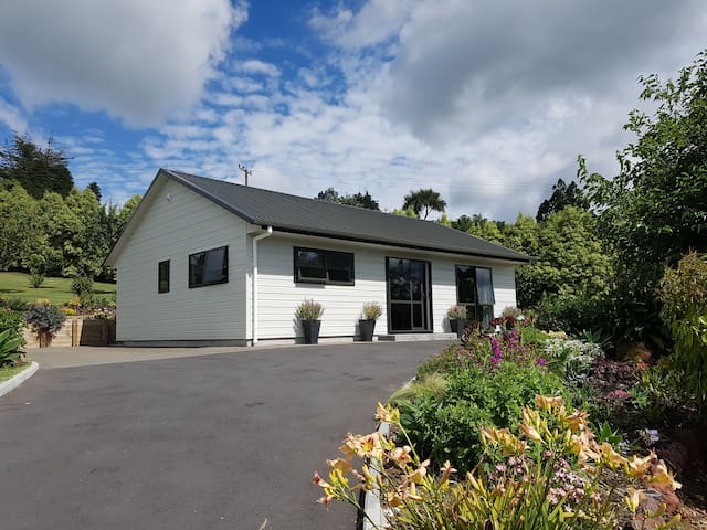 Birchgrove Cottages - 2 br Executive