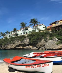 Lovely beachfront house with amazing view in Lagun