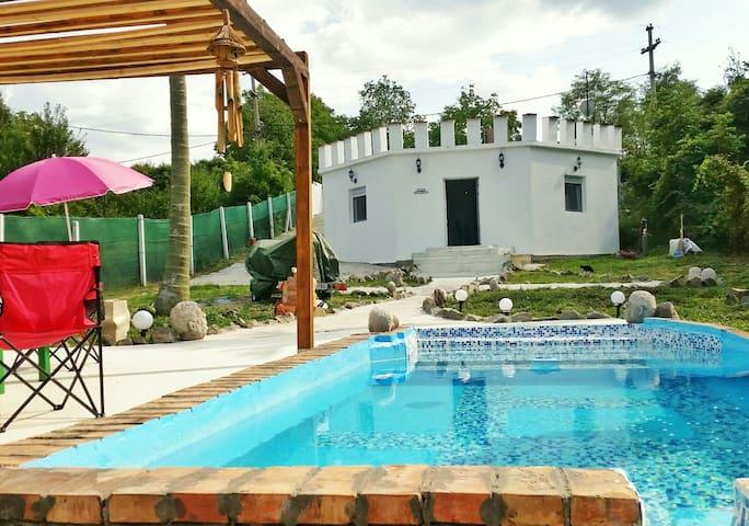 Castello mit Pool ,Dachterrasse und 1200 qm Garten