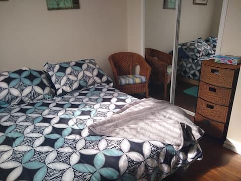 Charmante chambre accueillante et confortable! ...