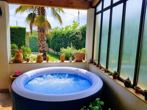 House with Jacuzzi at the foot of the Massif de l 'Etoile