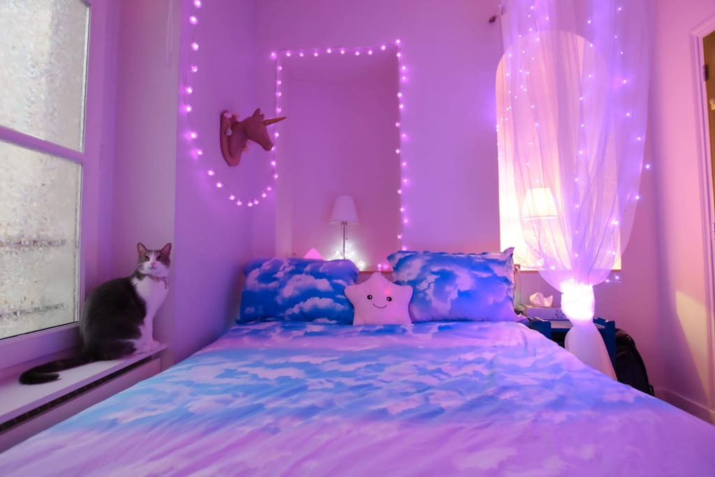 La chambre - Et Duchesse - petite mais très confortable.   The bedroom - and Duchesse - small but very comfortable