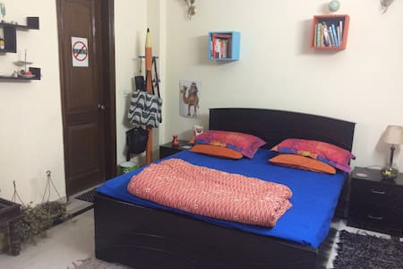 Bright room in a centrally located apartment - Nuova Delhi