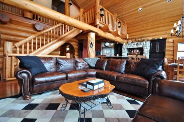 Fairways Lodge: Exquisite 4BD Log Home, sleeps 12