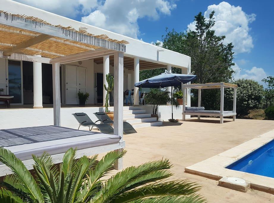 Spacious garden and terrace