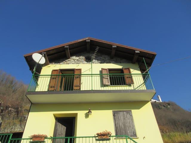 Casa a 200 mt dalla spiaggia Sorico - Sorico - Rumah