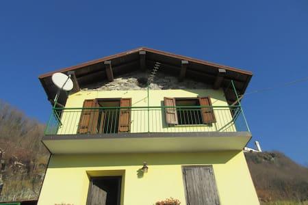 Casa a 200 mt dalla spiaggia Sorico - Sorico