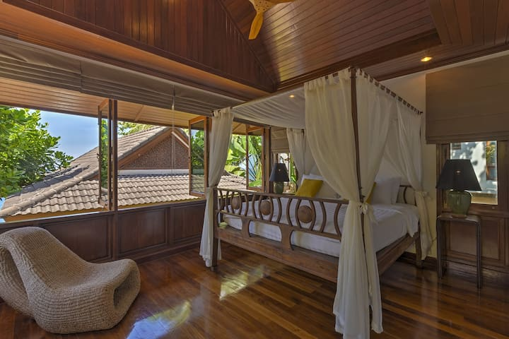 Villa Sunyata - Bedroom #3 with four poster King Bed