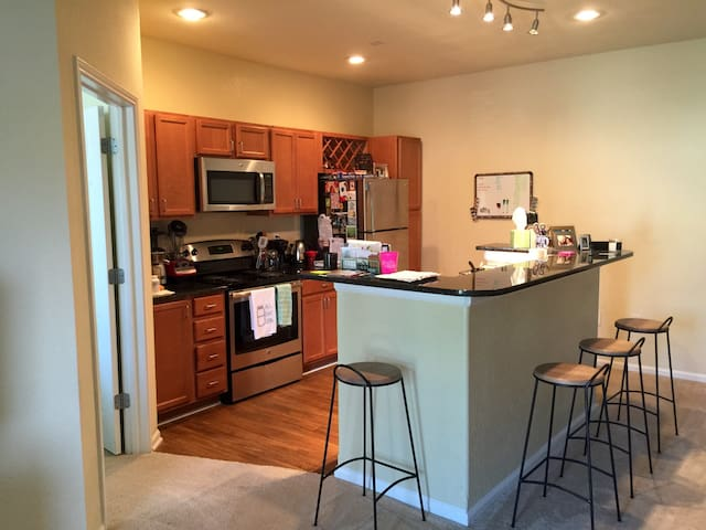 Cozy Apartment on Chatham Pwky - Savannah - Appartement