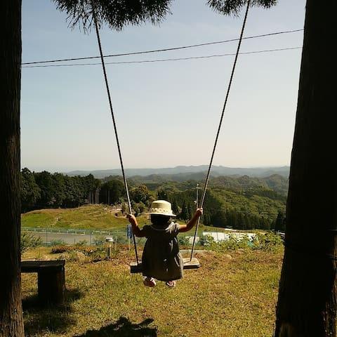 熊野3600峰を眼下に鳥になれる不動坂  四季折々の花*花で囲まれた山小屋風コテージ 心和む時間を