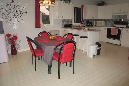 Private apartment, 5 minute drive from the beach.