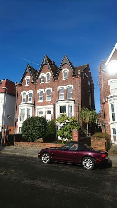 Attractive Edwardian building in one of the most sought after neighbourhoods in Portsmouth.