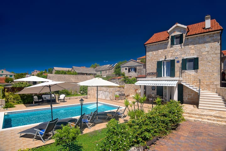 VILLA NIKOLA RUSTICAL STONE HOUSE WITH HEATED POOL