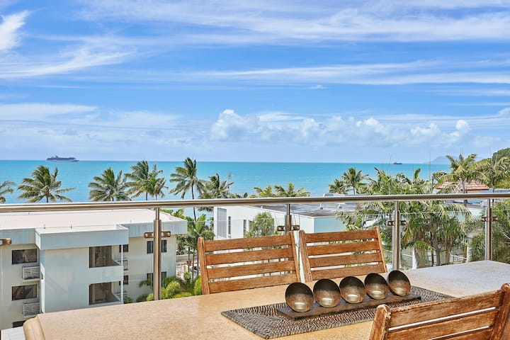 PENTHOUSE-sea views and a spectacular sunrise!