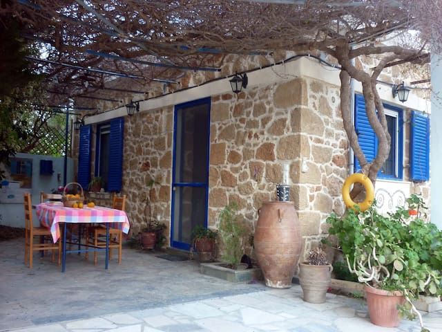 Traditional Cottage by the beach - Sitia - Casa