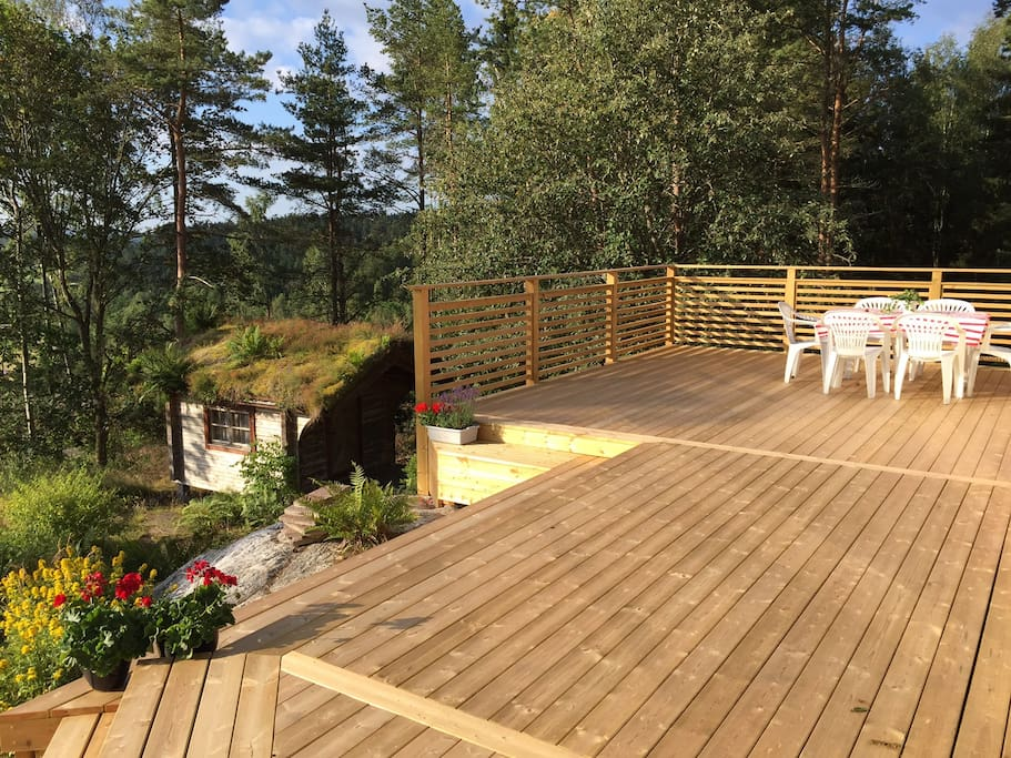 Large deck with beautiful views