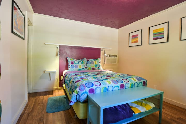 Lodge 2 - Downtown location. Studio with shared hot tub. No Cleaning Fee.