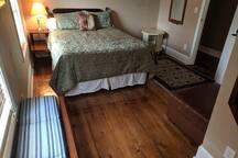 Queen bed, closet, 2 windows, air conditioner