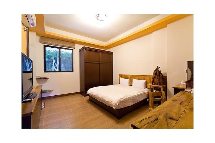 木頭香,檜木溫馨雙人房 - Puli Township - Bed & Breakfast