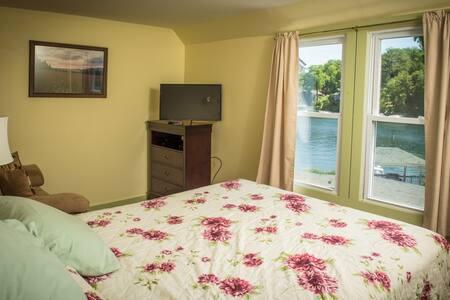 Captain' Quarters bedroom