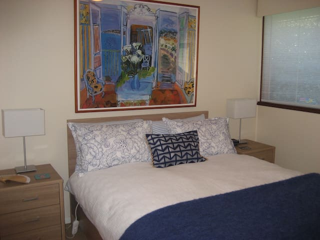 Private bedroom in house - Fisher - House