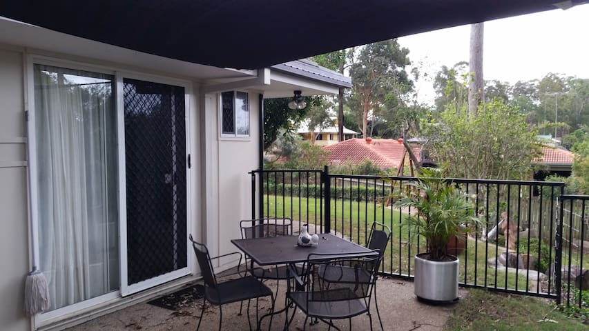 Studio Flat in lovely Qld village  - Forest Lake - Inny