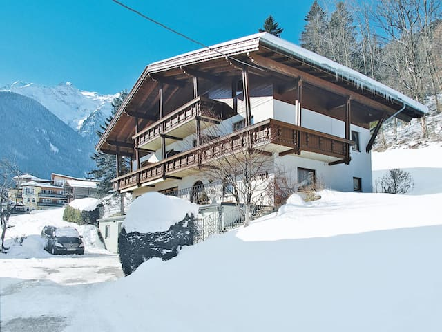 Spacious holiday apartment with balcony and beautiful views of surrounding mountains