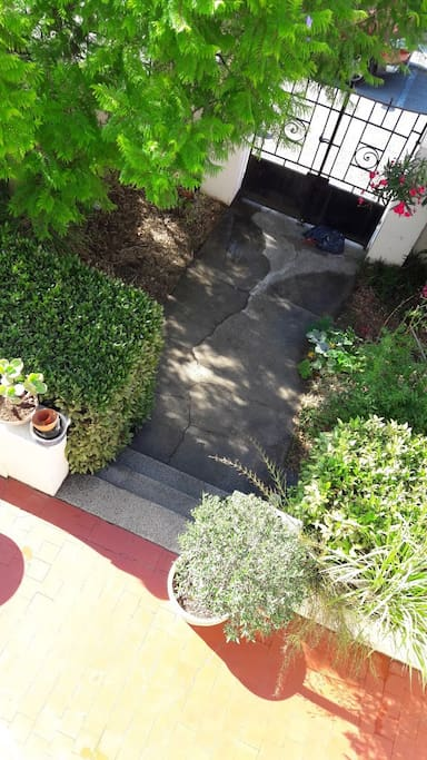 Entrée vue de la terrasse à l'étage