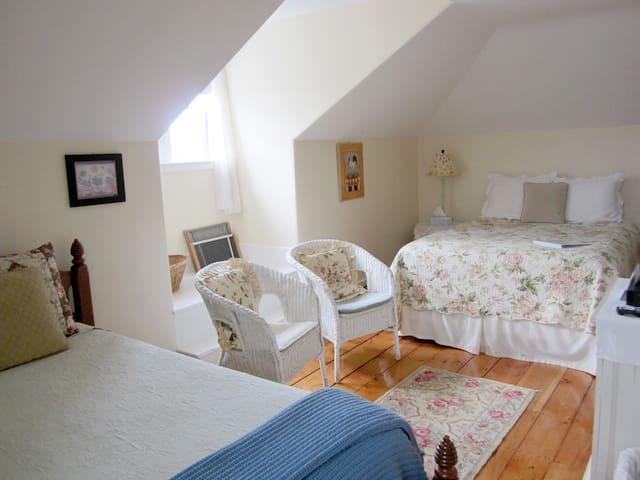 New England Room+Bkft (SW)