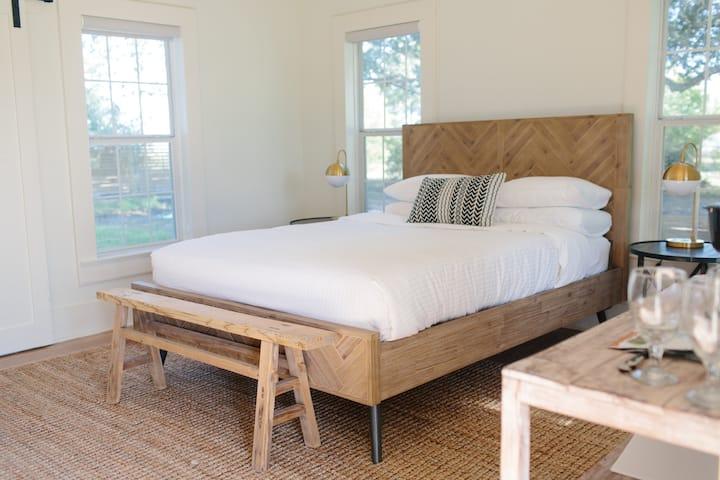 Room Six - Farmstead Round Top