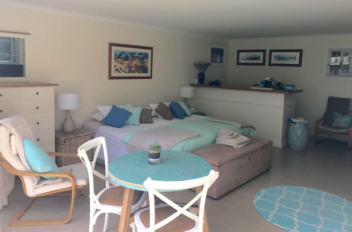 Self contained studio retreat near Manly