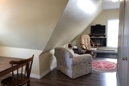 "Alvin's ""Attic"" 1 bdrm apt in old Saint John"