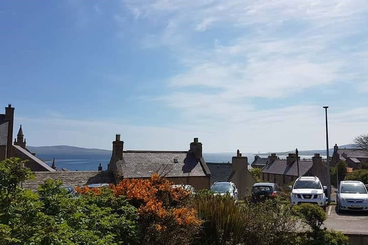 Central Stromness Self Catering with Seaview