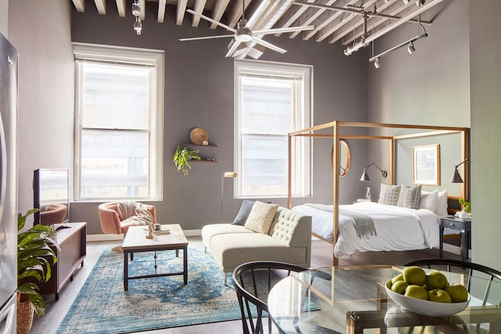Sonder | Boston Common | Stylish Studio