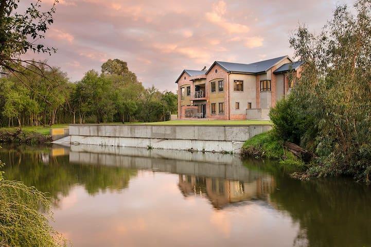 Monet House is luxury in open space!