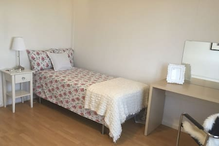 cozy Room for rent 15 min from Jernebanetorget st. - Oslo