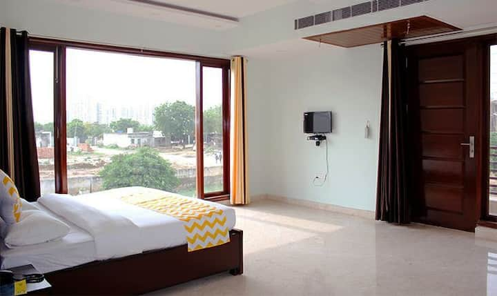 Private Single super Deluxe room for small parties