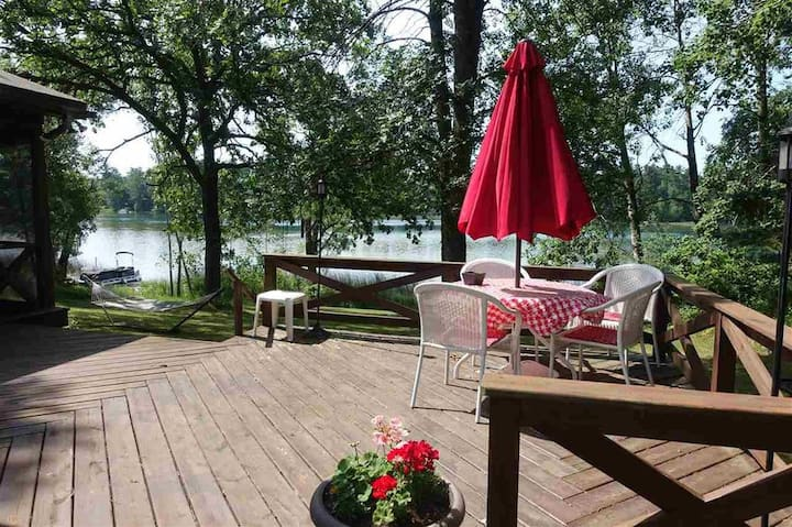 Cottage & Suite on a Quiet Lake + Free Kayaks!