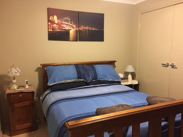 Guest Room with Run/On House in Nowra NSW S/Coast